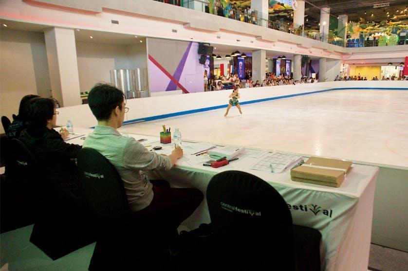 Ice skating 03