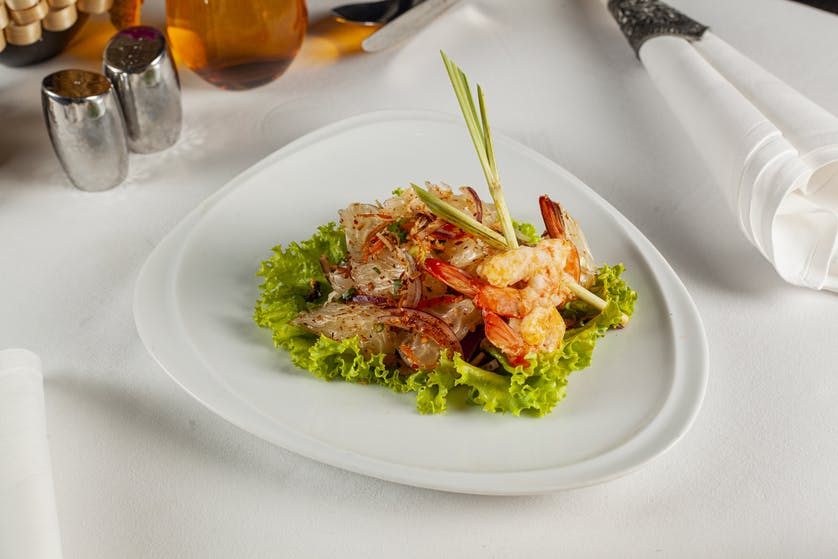Spicy Pomelo Salad with Grilled Fresh Shrimps